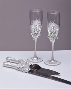 Items similar to Personalized wedding flutes and cake server set, White Wedding champagne glasses pearl Champagne flutes pearl white and silver, Set of 4 on Etsy Wedding Wine Glasses, Wedding Flutes, Wedding Unity Candles, Champagne Glasses, Wedding Champagne, Decorated Wine Glasses, Painted Wine Glasses, Marie's Wedding, Wedding Decor