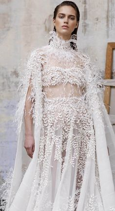 The Girl in the Painting by Ashi Studio Couture Collection Spring/Summer 2018 Asian Wedding Dress, Wedding Dresses 2018, Beautiful Bridal Dresses, Beautiful Bride, Wedding Dress With Feathers, Ashi Studio, Bridesmaids And Mother Of The Bride, Mermaid Dresses, Bridal Looks