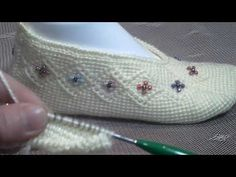 Lace up Shoes 488710997061878181 – Tattos – womenstyle. Baby Converse, Sheep Tattoo, Crochet Shoes Pattern, Frauen In High Heels, Sunflower Tattoo Design, Knitted Slippers, Tunisian Crochet, Crochet Videos, Lace Patterns
