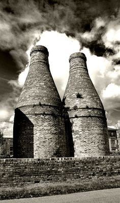 Bottle Kilns in Stoke-on-Trent. Reminds me of Stoke and especially of the Burgess & Leigh factory where my grandpa worked.