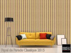 Papel de parede para sala. Os papéis de parede com listras são clássicos e estão sempre na moda, além da sensação de alongar o ambiente. Você pode usá-los como quiser, na parte de baixo, em cima ou em toda parede.