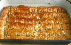 Sarailie cu nuca este o Baclava sub alta forma. Ambele se pot face cu nuca sau cu fistic iar o diiferenta ar fi ca Sarailiile sunt mai insiropate. Sarailia ca si surata ei este un desert turcesc d… Cake Recipes, Vegan Recipes, Dessert Recipes, Cooking Recipes, Romanian Desserts, Romanian Food, Hungarian Recipes, Pastry And Bakery, No Bake Desserts