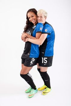 """Sydney Leroux's twitter """"She just can't get enough of me I guess @Joannes Marvin. #stronghold pic.twitter.com/KgC5Ni5tyB"""" Seattle Reign FC"""