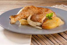Receta de pollo asado en microondas. ¿Se te ocurre una forma más rápida de preparar pollo fácil y sin complicaciones? French Toast, Food And Drink, Turkey, Meals, Chicken, Cooking, Breakfast, Dolce, Cupcakes