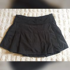 Lululemon Pace Rival Skirt New Lululemon Pace Rival Skirt, Size 2 lululemon athletica Skirts