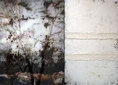 Overlappende fototechniek in gepollijste glansuitvoering gecomplementeerd door ruwe schilderijen met structuur #inspirerende-kunst  schilderijenFortgens | Galerie Schoots - van Duyse