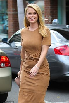 Alice Eve shows off her curves in figure-hugging dress - Sleep Dress 👗 Alice Sophia Eve, Alice Eve Hot, Hottest Female Celebrities, Hollywood Celebrities, Beautiful Celebrities, Gorgeous Women, Hollywood Actresses, Alice Evans, Eve Show