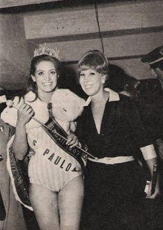.: SESSÃO NOSTALGIA - MARIA AUGUSTA NIELSEN E A LENDA DE UMA BENGALA  Além da coroa, do manto e do cetro, toda Miss tinha o sorriso de Maria Augusta. Carmem Sílvia de Barros Ramasco, Miss São Paulo e Miss Brasil 1967, também a teve ao seu lado na vitória. (Foto: Manchete)