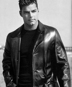 Ricky Martin - Photo posted by Ricky Martin, Spanish Eyes, Leather Men, Leather Jacket, Celebs, Celebrities, Male Body, Perfect Man, Martini