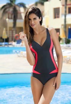 Greta - ten jednoczęściowy kostium kąpielowy to wspaniała propozycja zarówno na plażę jak i basen. Strój Greta doskonale wyszczupla i podkreśla sylwetkę dzięki odcięciu pod biustem i kontrastowym wstawkom. Uszyty z wysokogatunkowej dzianiny doskonale układa się na ciele.  #womenswimwear #swimwear #swimming