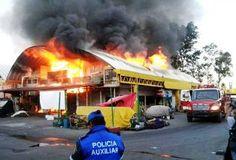 Corto circuito, posible causa de incendio en la Central de Abasto - http://www.tvacapulco.com/corto-circuito-posible-causa-de-incendio-en-la-central-de-abasto/