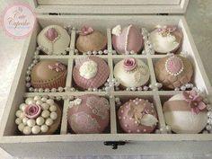 Vintage cupcakes.