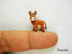Miniature Brown Donkey 0.6 Inch - Burro micro miniatura de ganchillo.     Courtesy: Su   Ami, Miniature Crochet Animals (Vietnam).