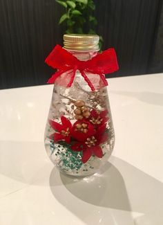 ハーバリウム クリスマスティアドロップ|フラワー・リース|bee-bee♡|ハンドメイド通販・販売のCreema Light Bulb Crafts, Christmas Arrangements, Creema, Diy And Crafts, Vase, Bottle, Beautiful Things, Flowers, Gardening