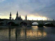 Atardecer de otoño en Zaragoza España.