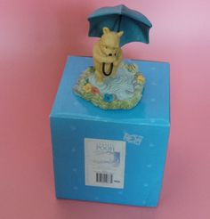 Border Fine Arts POOH WITH UMBRELLA Figure Classic Pooh BOXED