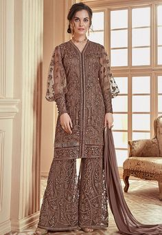 Admirable and admirable, this dark brown palazzo suit will instantly catch you admirable. Made from net, this palazzo suit is soft to touch. Featuring an admirable embroidered, this palazzo suit can be best suited for you. Hijab Fashion, Fashion Dresses, Icon Fashion, Fashion Jewelry, Kebaya Dress, Kebaya Hijab, Dress Brokat, Hijab Dress, Sharara Suit