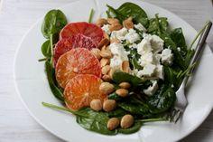 Spinatsalat med blodappelsin og feta.