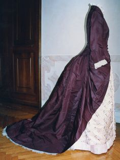 Dress with Optional Second Skirt: ca. 1888, Italian, taffeta, second skirt in silk satin embroidered with flowers, bodice closed in front by sixteen covered buttons.