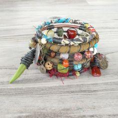 Ruta de la seda gitano brazalete pila - Amritsar - 6 pulseras tribales bohemias, seda envuelven y abalorios