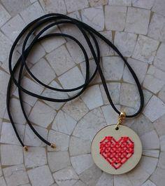 Colar Ponto Cruz Coração Coral - 15447219 | enjoei :p
