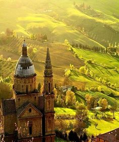 Everybody wants to visit the Toscana, Italy. The Tuscany boasts a proud heritage. left a striking legacy in every aspect of life. Italy Vacation, Vacation Spots, Italy Travel, Italy Honeymoon, Rome Travel, Vacation Packages, Travel Europe, Places To Travel, Places To See