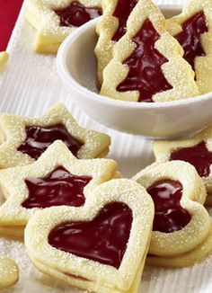 Fruity Christmas cookies with sweet strawberry jam: cooking . - Recipes - Free, Easy and Delicious ideas Xmas Food, Christmas Sweets, Christmas Baking, Cookies Cupcake, Christmas Cookies, Cake Recipe Using Buttermilk, Strawberry Jam, Love Food, Sweet Recipes