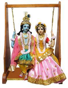Madhuri Guin - Doll Maker and Entreprenuer love these dolls Bal Krishna, Krishna Statue, Cute Krishna, Radha Krishna Pictures, Radha Krishna Photo, Krishna Art, Radhe Krishna, Shree Krishna, Whatsapp Dp Girls