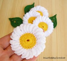 This listing is for one crochet daisy applique with one leaf!  Big crochet daisy applique, diameter approximately 6.5 cm (2-1/2 inches)  the