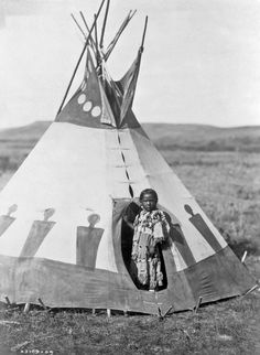 """Read """"Children of the Tipi Life in the Buffalo Days"""" by available from Rakuten Kobo. Children of the Tipi brings to life the experiences of American Indian children growing up on the great plains of North . Native American Photos, Native American Tribes, Native American History, Native Americans, Dream Catchers, Navajo, Black Indians, Into The West, Native Indian"""
