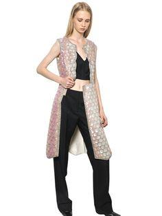 Negli innumerevoli flussi e riflussi della moda, la primavera/estate 2014 prevede un grande ritorno: il gilet!http://www.sfilate.it/220198/trend-di-stagione-arriva-il-gilet