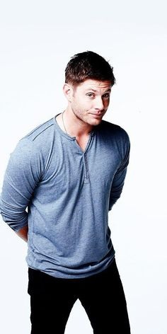 Jensen Ackles as Dean Winchester season 9 photoshoot Embedded image permalink Jensen Ackles Supernatural, Jensen And Misha, Supernatural Fandom, Supernatural Christmas, Supernatural Pictures, Matt Cohen, Winchester Boys, Winchester Brothers, Dean Winchester Birthday
