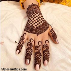Mehndi is something that every girl want. Arabic mehndi design is another beautiful mehndi design. We will show Arabic Mehndi Designs. Henna Hand Designs, Dulhan Mehndi Designs, Mehndi Designs Finger, Peacock Mehndi Designs, Simple Arabic Mehndi Designs, Stylish Mehndi Designs, Mehndi Designs For Girls, Bridal Henna Designs, Beautiful Henna Designs