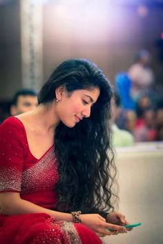 Sai pallavi cutest tollywood south Indian Actress insane beauty face unseen latest hot sexy images of her body show and navel pics with big. Sai Pallavi Hd Images, Indian Designer Sarees, Red Saree, Beautiful Girl Photo, South Indian Actress, South Actress, Beautiful Saree, Girl Poses, Actress Photos