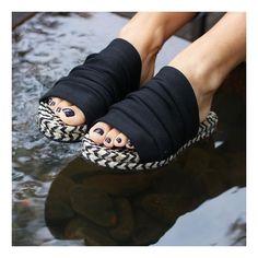 Knit Shoes, Crochet Shoes, Crochet Slippers, Suede Shoes, Shoe Boots, Shoes Sandals, Crochet Wrist Warmers, Mode Hippie, Over 50 Womens Fashion