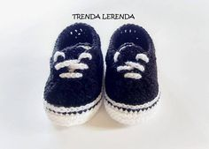 CROCHET PATTERN to make baby shoes VANS Authentic and Old Skool style, with sizes from newborn to 12 months of age. This product consists of instructions written in digital format (PDF) to download from your computer, IT IS NOT ABOUT THE FINISHED PATTIES. When you purchase this pattern, you will have an Etsy account available for download in English with American terminology, with step-by-step written instructions so you can follow the pattern perfectly. MATERIALS you will need: - 4 mm…