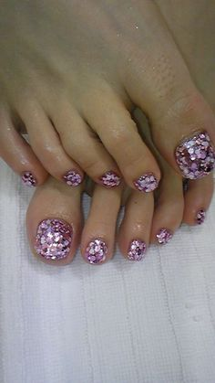 Toe nails, glitter toe nails и beauty nails. Glitter Toe Nails, Prom Nails, Pink Glitter, Pedicure Designs, Toe Nail Designs, Pedicure Ideas, Toe Nail Art, Easy Nail Art, Cute Nails