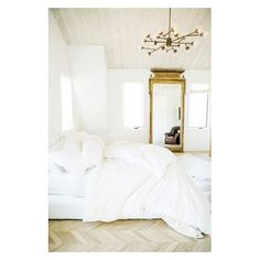 """15 Likes, 1 Comments - jenn and sarah pearsall (@sefteliving) on Instagram: """"The beautiful ruins of an unmade bed. #effortlessstyle #whitebedding #simplicity #sundaymorning…"""""""