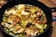 Chicken tajine with green olives and salt lemon recipe - mmmmhhhh. Tagine Recipes, Party Finger Foods, Lemon Recipes, Lemon Chicken, Paella, Love Food, Low Carb, Clean Eating, Food And Drink