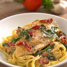 Tuscan chicken in a creamy sauce, a divinely comforting recipe – Recipes – Ma Fourchette Tuscan Recipes, Italian Dinner Recipes, Italian Dishes, Chicken Recipes Video, Meat Recipes, Cooking Recipes, Recipe Chicken, Summer Entrees, Tuscan Bean Soup