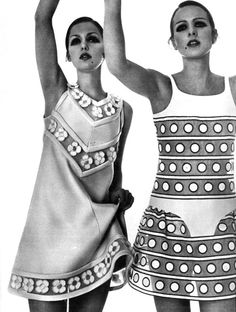 Donna Mitchell and Agneta Darin wearing Courrèges for Vogue Paris march 1968 by Bob Richardson 60s And 70s Fashion, Mod Fashion, Vintage Fashion, Steampunk Fashion, Gothic Fashion, Fashion Models, Vogue Vintage, 1970 Style, Look Retro