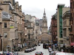 Glasgow to największe miasto w Szkocji i na dobrą sprawę jedyne duże miasto w Szkocji, trzecie co do wielkości w Wielkiej Brytanii. To tam j...