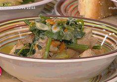 Βασίλης Καλλίδης: Χοιρινό πρασοσέλινο αυγολέμονο! - Fay's book Meat, Chicken, Food, Meals, Yemek, Buffalo Chicken, Eten, Rooster