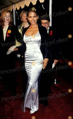 21st People's Choice Awards 3/5/1995 Halle Berry Photo By:fitzroy Barrett/Globe Photos, Inc
