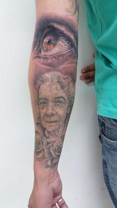Portrait tattoo by buzuca