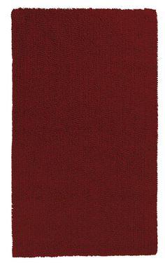 Schöner weinroter Badteppich aus 100% Baumwolle mit wohnlichem Touch, beidseitig verwendbar. Hochwertige Qualität mit 2.100 g/qm. Waschbar im Wollprogramm. Hergestellt in Deutschland.