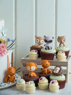 I'm in love with the cute woodland creatures cake and cupcakes! Woodland Chic | Cottontail Cake Studio | Sugar Art & Pastries.