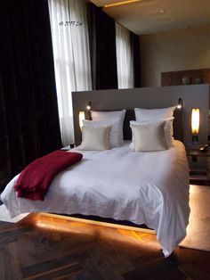 The double bed from the Bel Etage suite. On the other part of the room, you have a comfy meeting space and a desk where you can finish your work in time before starting your tour of Berlin.