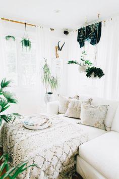 Bohemian Bedrooms That'll Make You Want To Redecorate Asap . 57 Bohemian Bedrooms That'll Make You Want to Redecorate ASAP boho bedroom decor - Bedroom Bohemian Bedrooms That'll Make You Want to Redecorate ASAP boho bedroom decor - Bedroom Decoration Bohemian Bedrooms, Bohemian Room, Bohemian Interior, Boho Living Room, Modern Bohemian, Boho Chic, Boho Style, Living Rooms, Hippie Bohemian