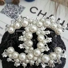 ♛BOUTIQUE CHIC♛ Sparkly Jewelry, Chanel Jewelry, Fashion Jewelry, Coco Chanel, Bling Bling, Name Crafts, Paris Chic, Chanel Fashion, Jewelry Photography